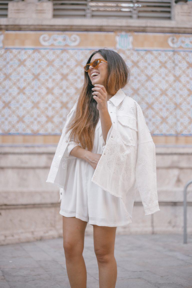 Vestir de blanco en entretiempo por María Pintado
