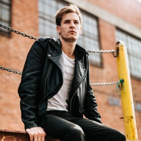 Moda hombre: un estilo minimalista para él