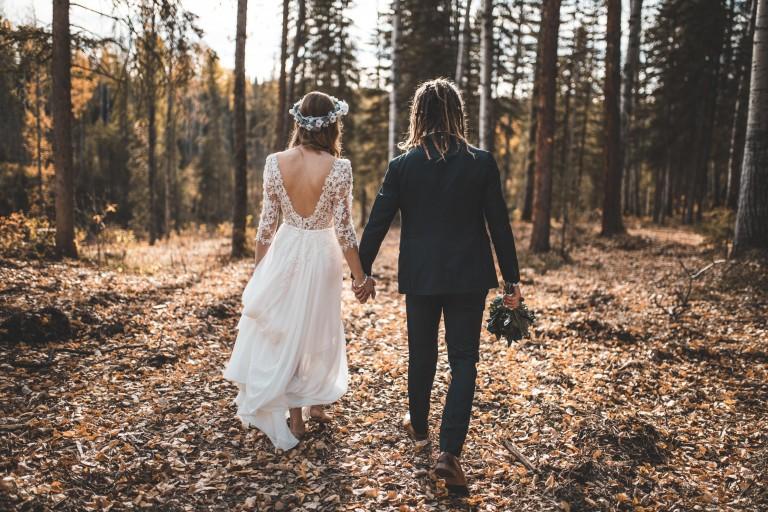 Cómo ser la invitada más elegante en una boda de invierno