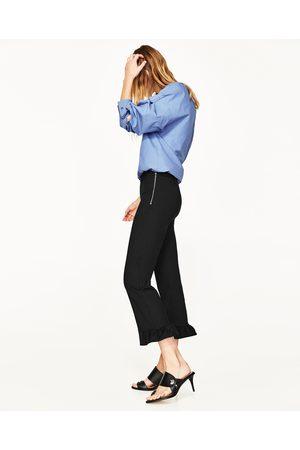 Mujer Pantalones y Leggings - Zara PANTALON CROPPED VOLANTE - Disponible en más colores