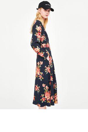 Vestido negro de flores de zara