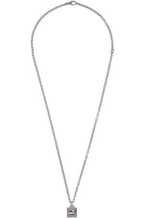 Gucci Collar de Plata con Cruz de G Cuadrada