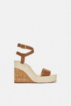 bd81f2ee41771 Baratas  Zapatos Cuñas de mujer Zara en Rebajas . ¡Compara 6 ...