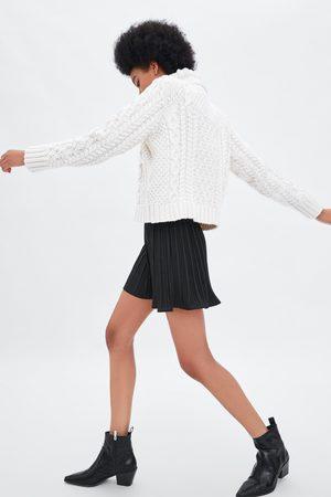 Zara Short plisado
