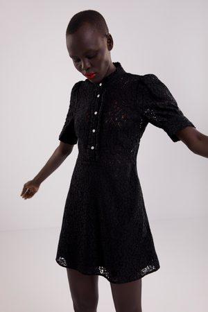 Zara Vestido encaje botón joya