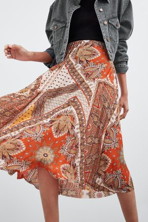 Zara Falda plisada estampada