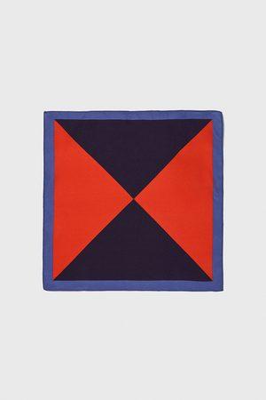 Zara Pañuelo bolsillo triángulos