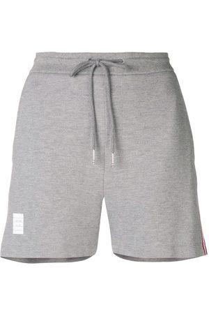 Thom Browne Pantalones cortos con detalle de rayas