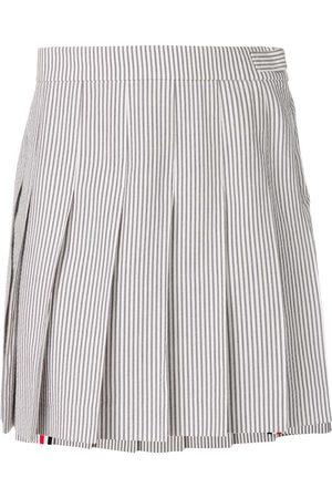 Thom Browne Minifalda con pliegues de tejido seersucker