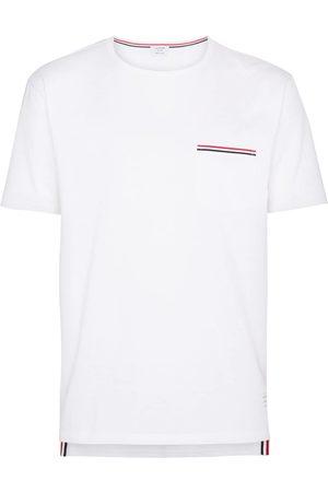 Thom Browne Camiseta con bolsillo y detalle de rayas