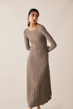 e671f2a2316 Vestidos De Punto de mujer Zara barata online ¡Compara 155 productos y  compra ahora al mejor precio!