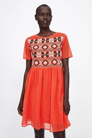 Zara Vestido red bordado