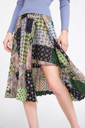 Zara Falda plisada estampado patchwork
