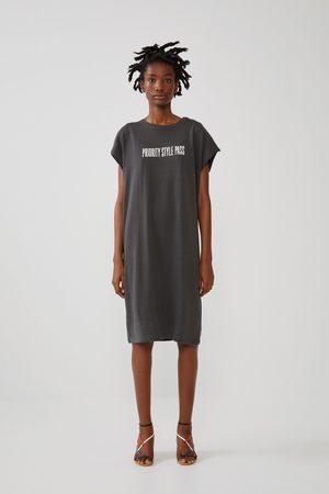 Zara Vestido estampado texto frontal