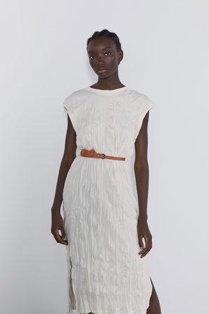 Zara Vestido efecto arrugado cinturón