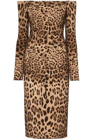 Dolce & Gabbana Vestido midi estampado de hombros descubiertos