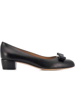 Salvatore Ferragamo Zapatos de tacón Vara con detalle de lazo