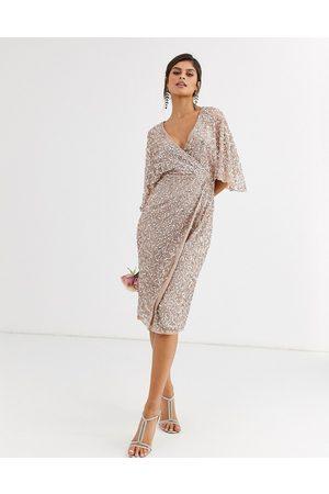 Maya Vestido midi de dama de honor con diseño cruzado de lentejuelas delicadas en tono marrón rosado de