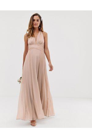 ASOS Vestido largo de dama de honor con diseño drapeado, cuerpo fruncido y cintura cruzada de -Beis