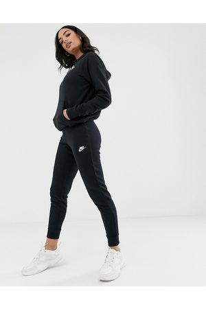 Nike Joggers slim en negro Essentials de