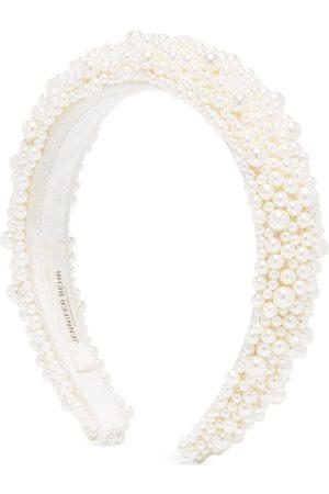 Jennifer Behr Diadema Bailey con detalle de perlas