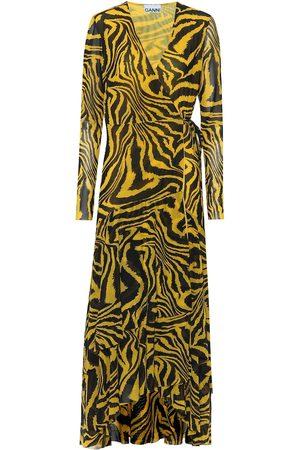 Ganni Exclusivo en Mytheresa - vestido wrap de malla estampado