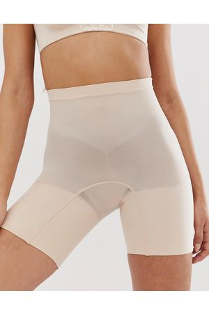 Spanx Pantalones cortos moldeadores en beis de