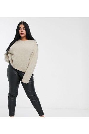 ASOS Pantalones de efecto cuero con diseño de espray de ASOS DESIGN Curve-Negro