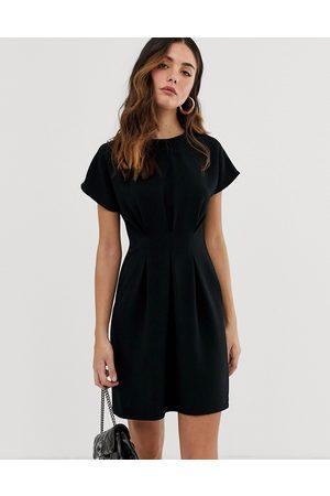 ASOS Vestido corto con costura en la cintura en negro de