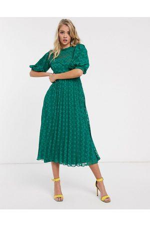 ASOS Vestido midi plisado de plumeti con diseño de chevron, con cuello alto y manga abullonada en verde bosque de