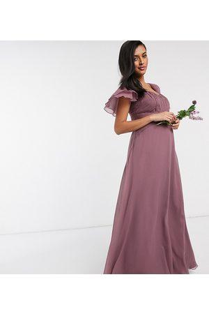 ASOS Vestido largo de dama de honor con manga corta en diseño fruncido marrón polvareda de ASOS DESIGN Maternity-Violeta