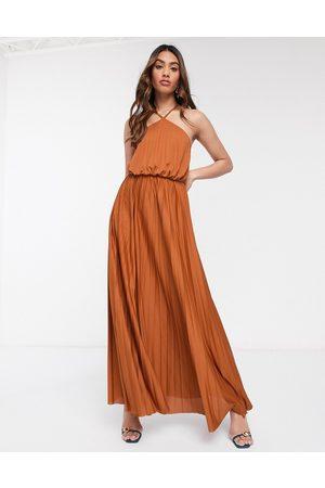 ASOS Vestido largo plisado color teja con cuello halter de -Rosa