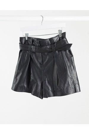 Muubaa Pantalones cortos de cuero con cintura paperbag en Donan de