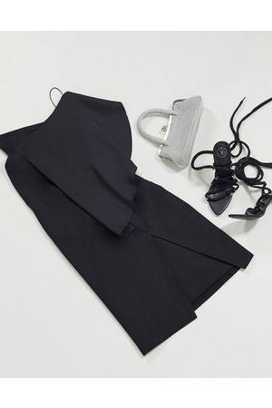 AQ AQ Vestido ajustado con diseño asimétrico en negro de