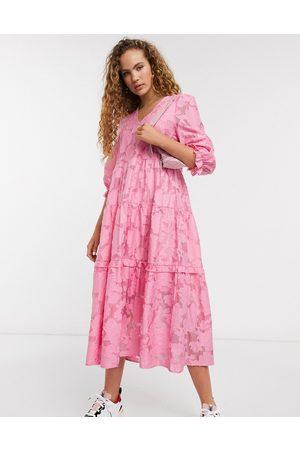 Selected Vestido midi rosa de encaje con mangas voluminosas de Femme