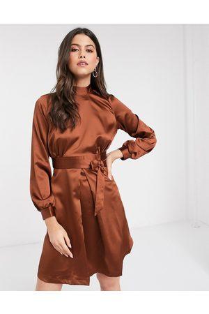 Closet Vestido acampanado con cuello subido en marrón de Closet