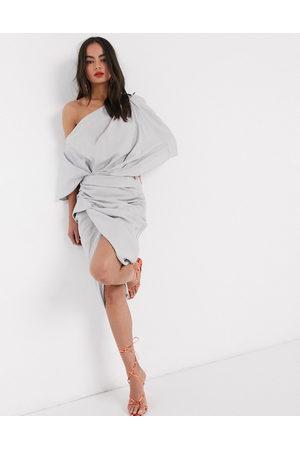 ASOS Vestido midi asimétrico y drapeado de lino de -Gris