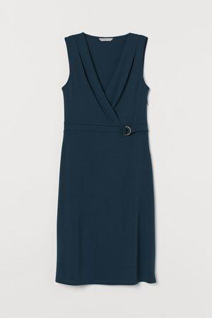 H&M Vestido con escote de pico