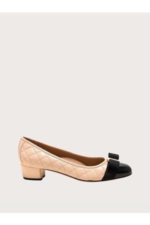 Salvatore Ferragamo Mujer Zapatos pumps con lazo Vara acolchados Talla 36