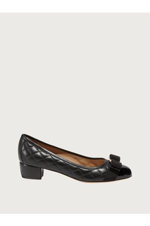 Salvatore Ferragamo Mujer Zapato estilo Vara Pump capitonado Talla 35.5