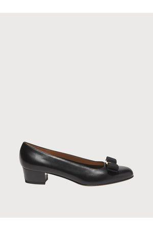 Salvatore Ferragamo Mujer Zapato estilo Pump con lazo Vara Talla 37
