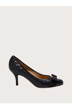 Salvatore Ferragamo Mujer Zapatos pumps con lazo Vara Talla 34.5