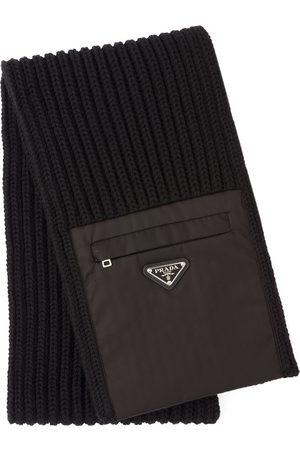 Prada Hombre Bufandas y Pañuelos - Bufanda de punto con bolsillo con cremallera
