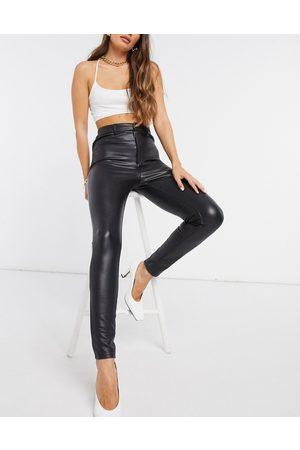 Miss Selfridge Pantalones de cuero sintético en de