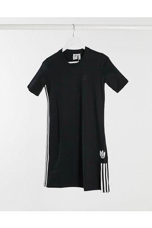 adidas Vestido estilo camiseta con logo de trefoil en 3D de