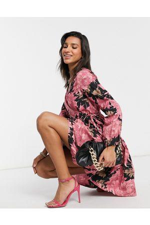 Y.A.S Vestido negro cruzado con estampado floral rosa de