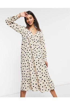 Pretty Lavish Vestido camisero semilargo de color crema con manga larga y estampado de lunares de