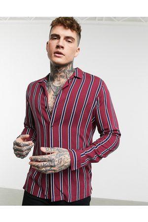 ASOS Camisa burdeos de corte estándar con cuello de solapas y estampado a rayas de