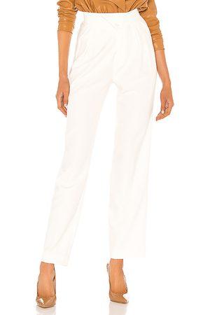 NONchalant Pantalón con trabillas britt en color blanco talla L en - White. Talla L (también en M, S, XS).