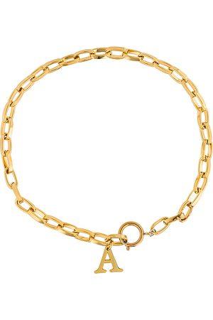 Martha Calvo Collar initial en color oro metálico talla A en - Metallic Gold. Talla A (también en B, D, E, F, G